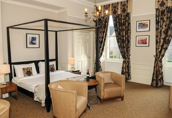The Salisbury Hotel - Fourposter room